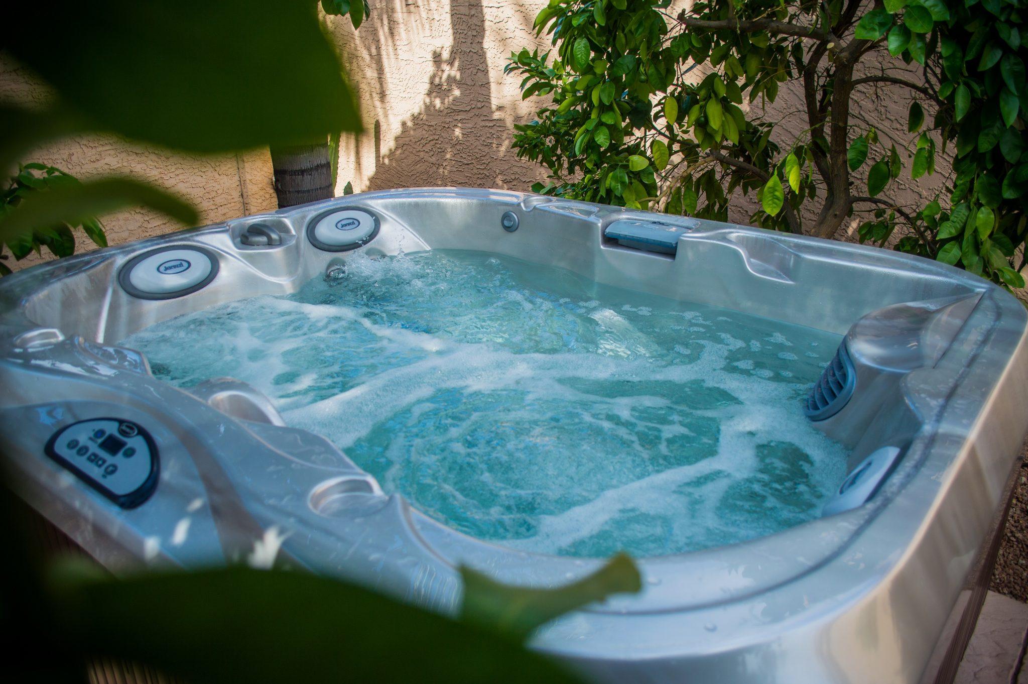 Outdoor Jacuzzi Hot Tub in Ontario